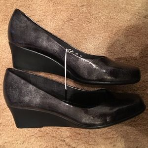 Life Stride Wedge Pumps Size 7 Wide